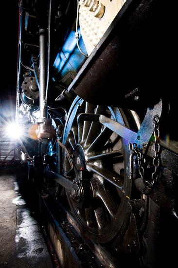 Roue et mécanisme d'une locomotive