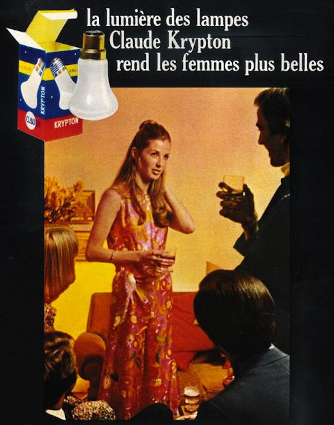 Publicité pour des lampes avec l'image d'une femme dont la beauté est attribuée à la performance du produit.